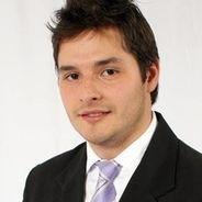 Andre | Advogado | Direção em uso de fone de ouvido