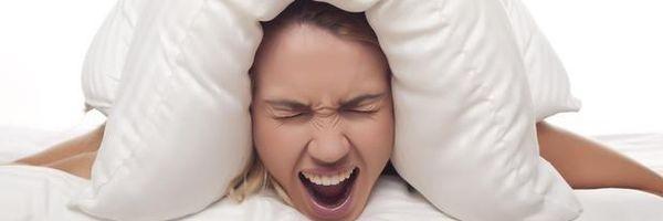 Não consigo dormir por causa do barulho do vizinho. E agora?