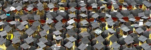 """Brasil, o país dos bacharéis """"doutores"""" – um em cada dez universitários estuda Direito"""