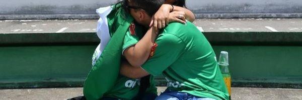 Tragédia da Chapecoense: compartilhar imagens de corpos nas redes sociais é crime