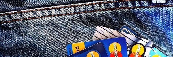 Banco pode cobrar anuidade de cartão bloqueado?