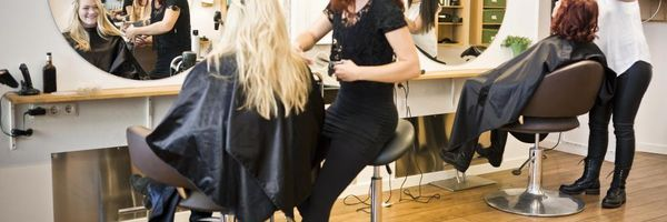 Contrato de parceria: salão de beleza e profissional da estética