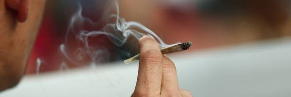 Fumar maconha no intervalo do expediente não rende demissão por justa causa
