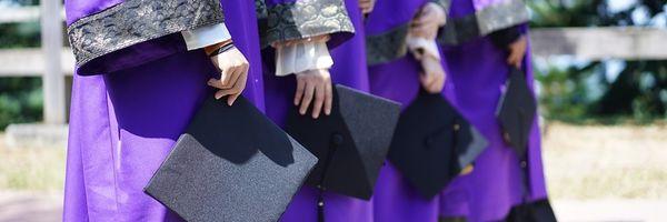 Turma mantém condenação de universidade por atraso na entrega de diploma