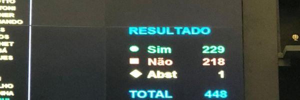Câmara rejeita PEC do voto impresso.