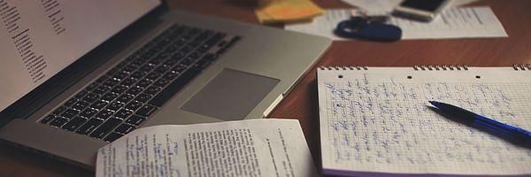 Até que ponto considerar o trabalho acadêmico como pesquisa científica ou como mera reprodução?