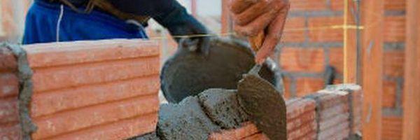 Pedreiro consegue demonstrar responsabilidade de empregador por hérnia de disco