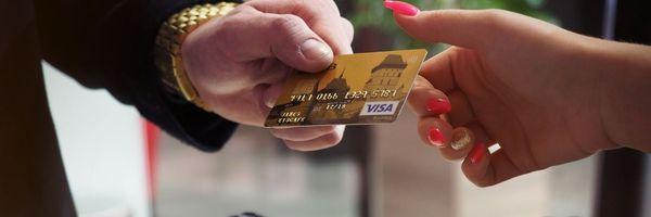Banco pode debitar valor mínimo de fatura em atraso na conta-corrente se houver previsão contratual
