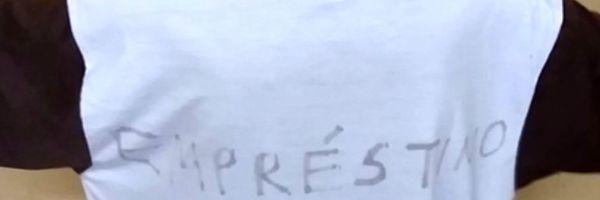 """Escola obriga aluno a usar camiseta escrita """"empréstimo"""""""