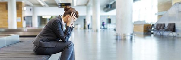 Companhia aérea deve indenizar em R$ 8 mil cliente que teve objetos furtados da mala