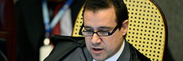 Ministro do STJ afasta multa a advogada acusada de abandonar processo.