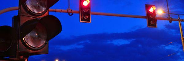 Anulação da multa por avanço de sinal vermelho de madrugada