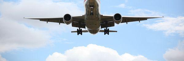 Overbooking é prática abusiva, e aérea deve indenizar passageiros prejudicados