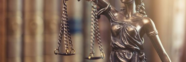 Os desafios enfrentados referentes ao acesso à Justiça no Brasil.