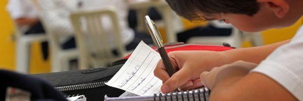 Escola é condenada por educadora que discriminava e questionava criação do aluno