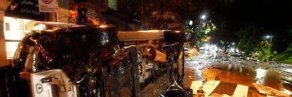 Seguro de carro cobre danos por enchentes? Tome cuidado!