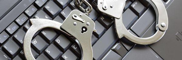 """Saiba as consequências de compartilhar """"sacanagem"""" na internet"""