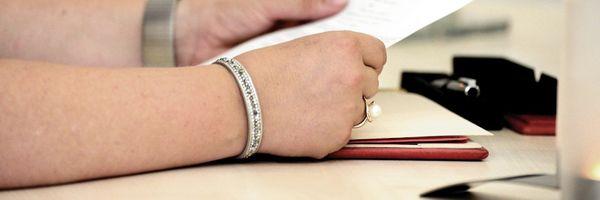 O que preciso analisar em um contrato antes de assinar?