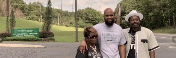 Homem condenado à prisão perpétua por um crime que não cometeu é solto após 21 anos