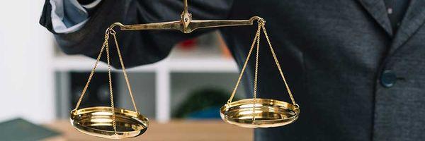 Lei impõe limite ao juiz para fixar honorários advocatícios