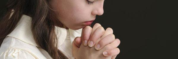 Liberdade religiosa: Estado deve indenizar aluna obrigada a rezar em escola pública