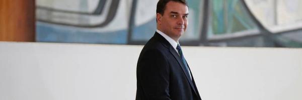 Toffoli atende a pedido de Flávio Bolsonaro e suspende processo com dados do COAF