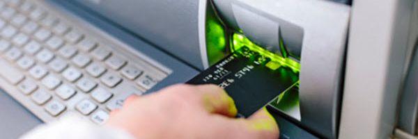 Banco é condenado em danos morais por negar abertura de conta salário a consumidor por dívida anterior em conta corrente