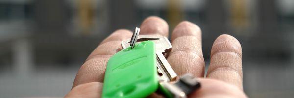 Quem deve pagar a comissão de corretagem nos contratos de compra e venda de imóveis?