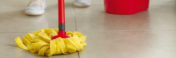 Lojas Americanas deve indenizar após cliente ser obrigada a limpar chão de loja