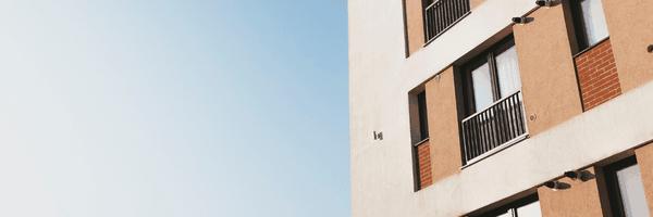 Quais medidas o(a) síndico(a) pode adotar para prevenir e combater a COVID-19 no condomínio?