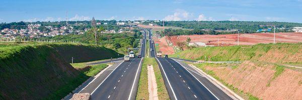 Duplicação de rodovias e a alegação de invasão de faixa de domínio e/ou ocupação irregular pela concessionária de serviço público
