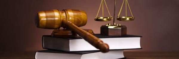 Bacharel em Direito que atuou como advogado é condenado ao pedir vínculo de emprego com escritório