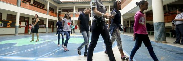 Policiais e bombeiros da ativa poderão atuar em escolas
