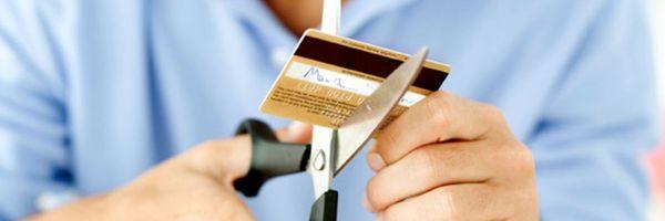 Justiça suspende documentos e bloqueia cartões de crédito de devedor que tinha vida de luxo