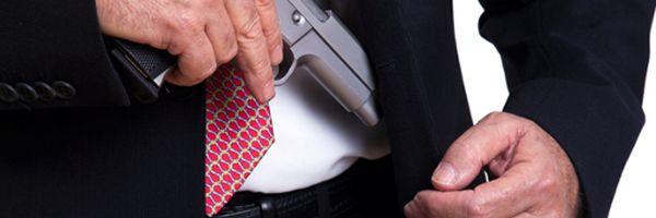 Terno, gravata e pistola. Porte de armas para advogados