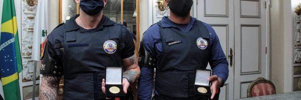 Guardas humilhados por desembargador recebem medalhas pela conduta exemplar