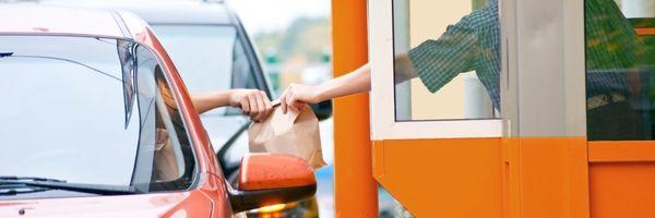 McDonald's deve indenizar cliente por assalto à mão armada em drive-thru