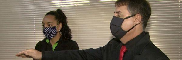 Advogado cego é aprovado no Exame de Ordem e recebe carteira da OAB em braile
