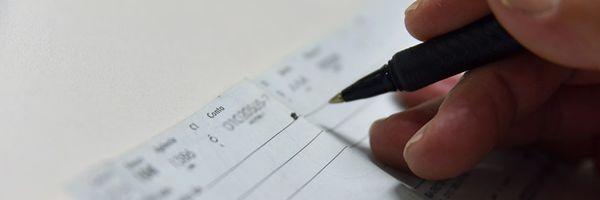 A apresentação antecipada de cheque pré-datado configura dano moral