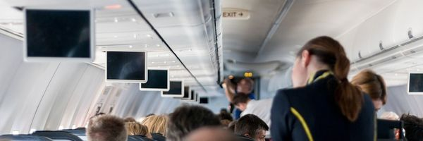 Passageiro retirado de voo por despachar panela de pressão tampada deve ser indenizado