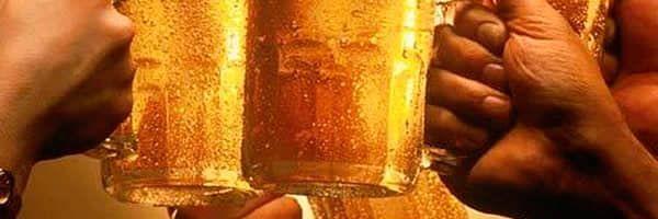 """Cervejaria produzirá álcool gel 70% """"Um brinde ao bom senso""""."""