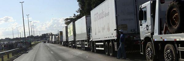 Temer assina decreto que autoriza requisição de veículos