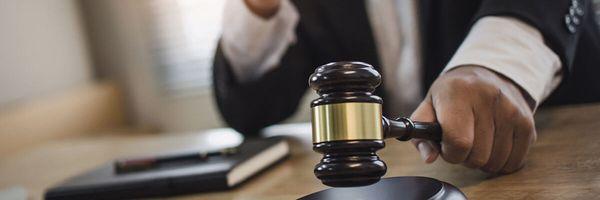 """Juiz do PR se declara suspeito e chama promotor do caso de """"defensor de criminosos"""""""