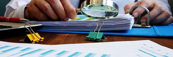As consequências que o devedor irá enfrentar no caso de não desocupar o imóvel após a realização do leilão.
