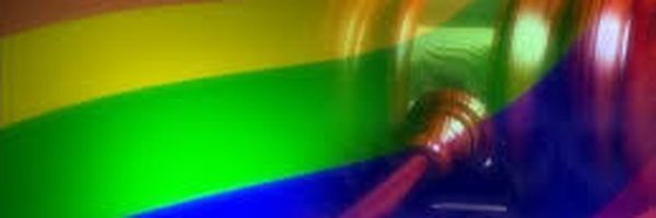 Estabelecimentos que impedirem beijo LGBTQIA+ poderão receber multas de até R$100 mil em Salvador