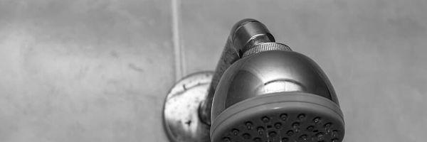 Trabalhador obrigado a tomar banho na frente de colegas receberá indenização