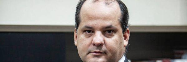 """Advogado é condenado pela OAB-PE por conceder """"muitas entrevistas"""""""