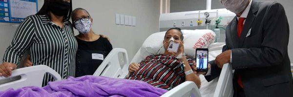 Advogada internada com câncer realiza sonho e recebe carteira da OAB/MS em hospital