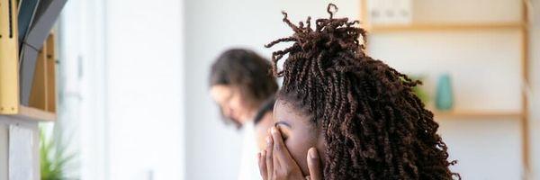 Trabalhadora que recebeu ordem para desfazer penteado afro será indenizada