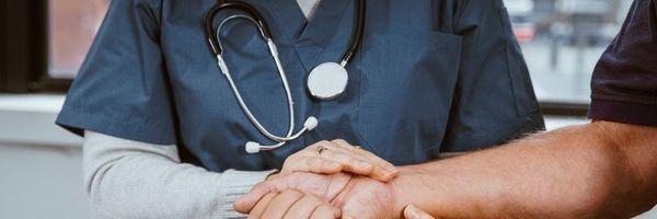 Meu médico foi descredenciado pelo plano de saúde e agora?